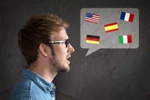 Ein Mann spricht viele Sprachen
