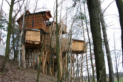 Ein großes bewohnbares Baumhaus