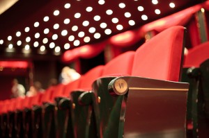 Kinosessel in einem Kinosaal