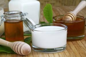 Hausmmittel aus Milch und Honig