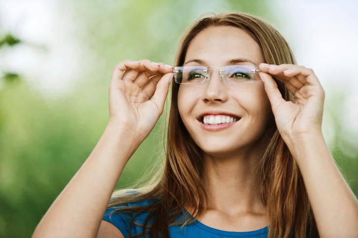Schlechte Augen – Kontaktlinsen oder Brillen?